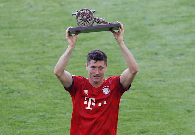 Soccer Football - Bundesliga - Bayern Munich v VfB Stuttgart - Allianz Arena, Munich, Germany - May 12, 2018 Bayern Munich's Robert Lewandowski celebrates with an award after the match REUTERS/Michaela Rehle DFL RULES TO LIMIT THE ONLINE USAGE DURING MATCH TIME TO 15 PICTURES PER GAME. IMAGE SEQUENCES TO SIMULATE VIDEO IS NOT ALLOWED AT ANY TIME. FOR FURTHER QUERIES PLEASE CONTACT DFL DIRECTLY AT + 49 69 650050