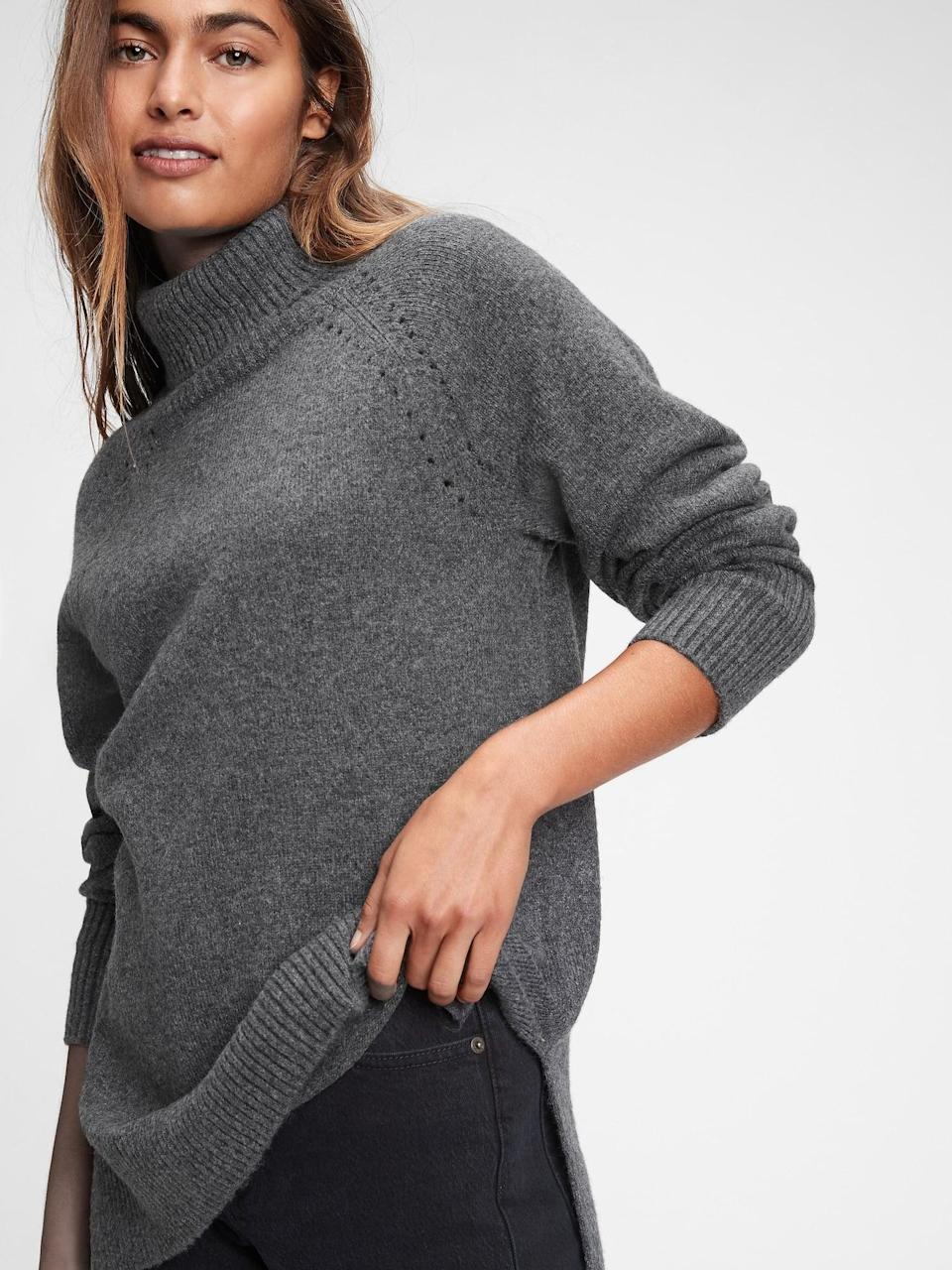 <p>Now is the time to grab this <span>Gap Supersoft Brushed Turtleneck Sweater</span> ($41, originally $70) as it's on major sale! It's so soft pair it with...</p>