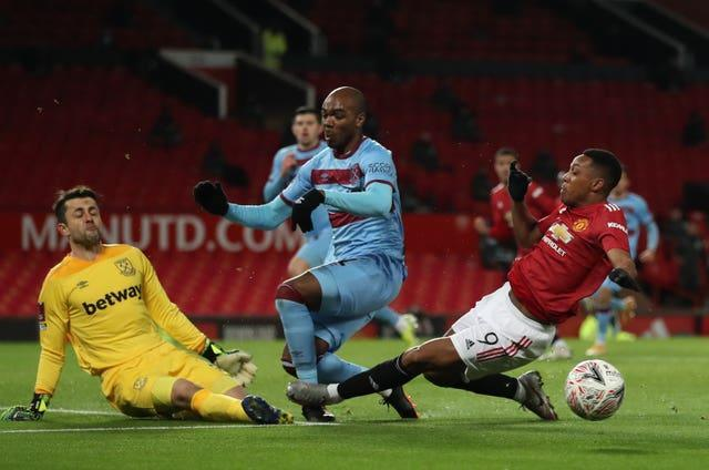 Angelo Ogbonna, centre, is sandwiched by