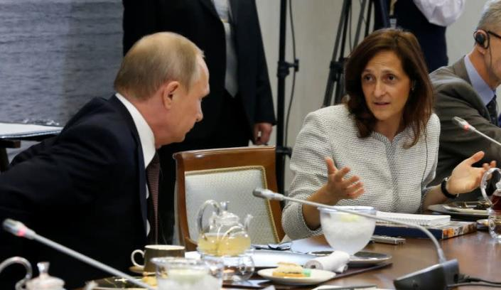 FILE PHOTO: Russian President Putin and Global News Editor of Reuters Galloni attend meeting with heads of leading global news agencies in St. Petersburg