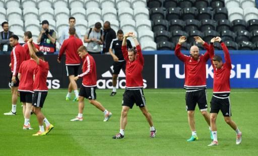Battle lines drawn in England-Wales Euro contest