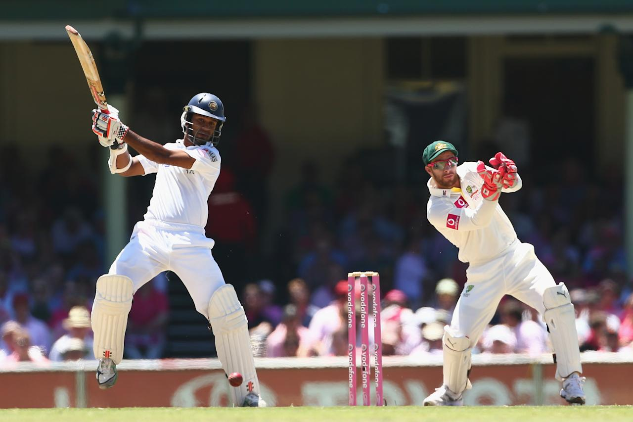 SYDNEY, AUSTRALIA - JANUARY 05: Dimuth Karunaratne of Sri Lanka bats during day three of the Third Test match between Australia and Sri Lanka at Sydney Cricket Ground on January 5, 2013 in Sydney, Australia.  (Photo by Mark Kolbe/Getty Images)