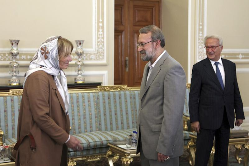Iran's Parliament speaker Ali Larijani, center, meets with Hannes Swoboda of Austrian social democratic party, right, and Véronique De Keyser from Belgium's Socialist party, left, both members of European Parliament, in Tehran, Iran, Sunday Oct. 20, 2013. (AP Photo/Ebrahim Noroozi)