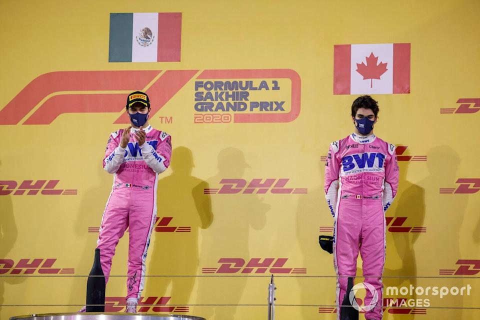 "Podio: ganador de la carrera Sergio Pérez, Racing Point, tercer lugar Lance Stroll, Racing Point<span class=""copyright"">Glenn Dunbar / Motorsport Images</span>"