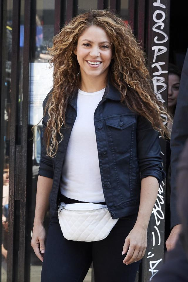 """<p>Anna Kaiser, who has been Shakira's go-to trainer for years, told <a href=""""http://www.eonline.com/news/880654/how-to-work-out-and-eat-like-shakira-according-to-her-trainer-anna-kaiser"""" title=""""(opens new window)"""">E! News</a>  that the singer works out five days a week.</p>"""