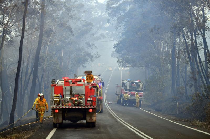 Firefighters work to extinguish a bushfire in Dargan, some 120 kilometres from Sydney. (Photo: AFP via Getty Images)