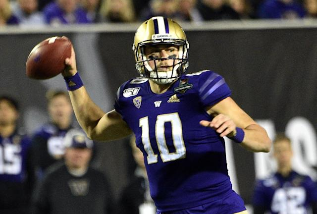Washington QB Jacob Eason threw for 210 yards and a touchdown in a Las Vegas Bowl victory over Boise State. (Photo by David Becker/Getty Images)