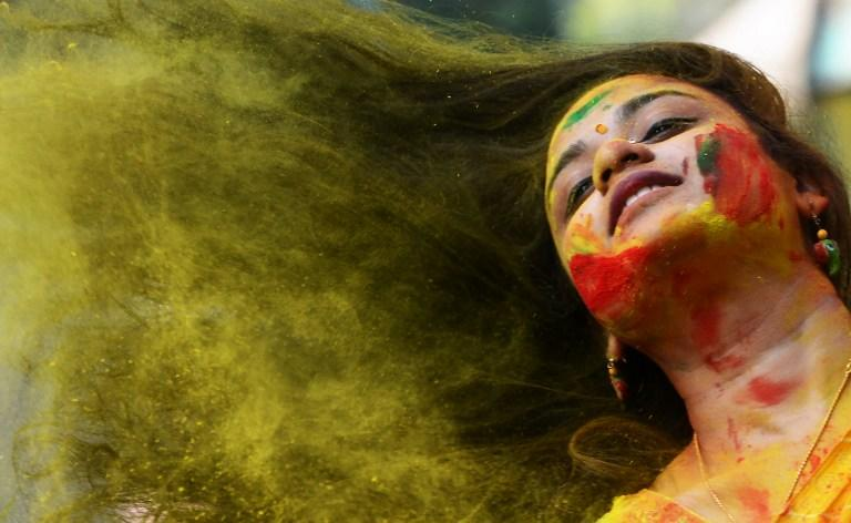 <p>Kolkata: Indian students play with coloured powders as they celebrate 'holi' or the 'festival of colours' during a special function in Kolkata. </p>