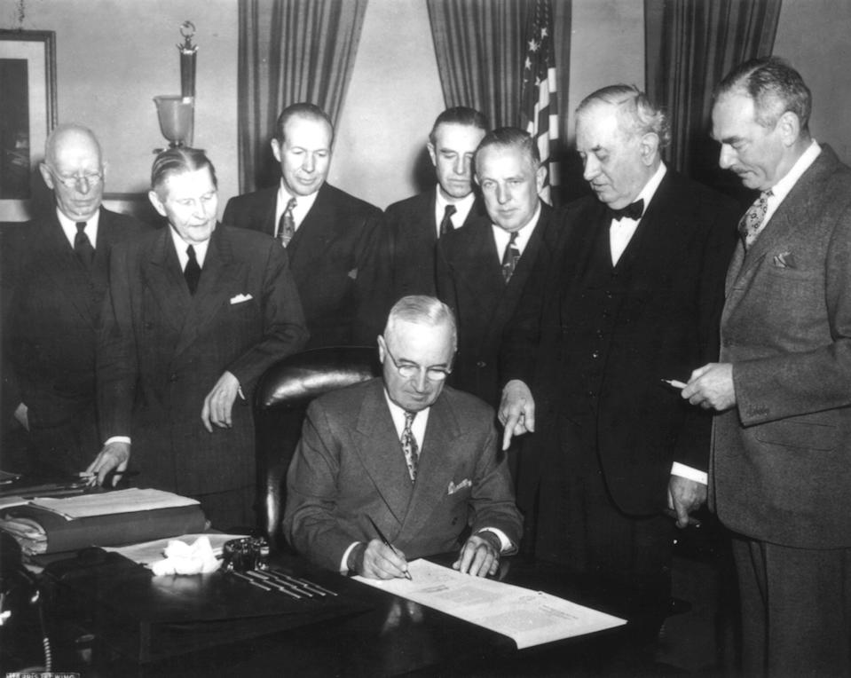 Marshall plan, President Truman signs the Economic Assistance Act, a program for the reconstruction of Europe. (Dean Acheson on the right), April 19, 1949, Etats-Unis, National Archives - Washington, . (Photo by: Photo12/UIG via Getty Images)