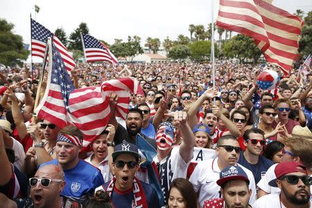 USA fans watch the 2014 World Cup round of 16 soccer match between Belgium and the U.S., at a viewing party in Redondo Beach, California July 1, 2014. REUTERS/Lucy Nicholson
