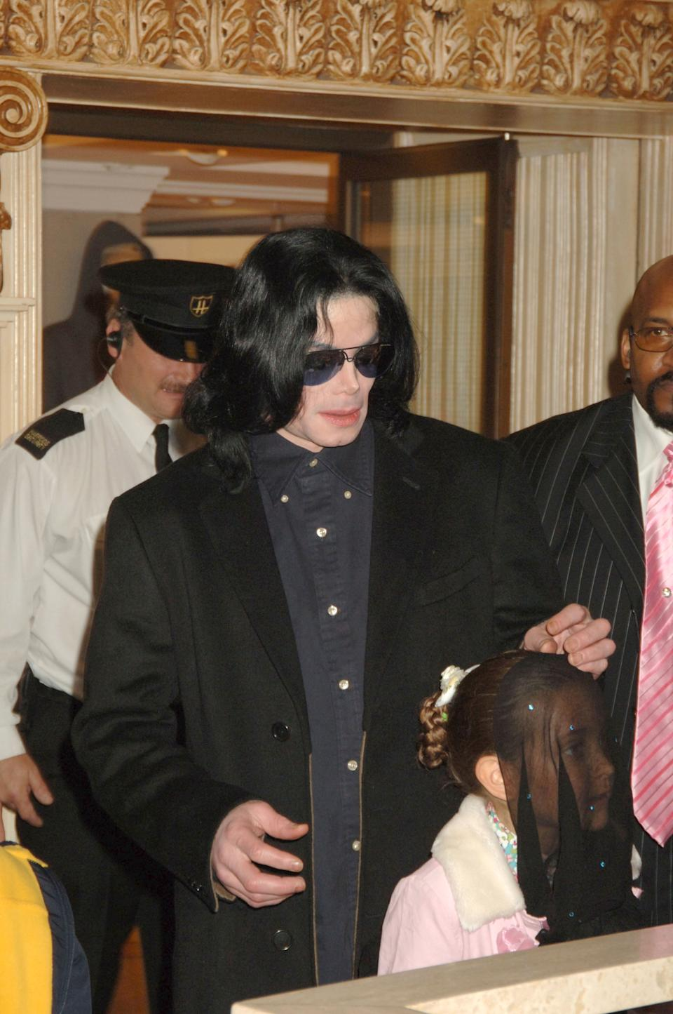 LONDON - OCTOBER 12:  (EMBARGOED FOR PUBLICATION IN UK TABLOID NEWSPAPERS UNTIL 48 HOURS AFTER CREATE DATE AND TIME) Singer Michael Jackson walks with his daughter, Paris, as they visit Harrods October 12, 2005 in London, England.  (Photo by Dave M. Benett/Getty Images)