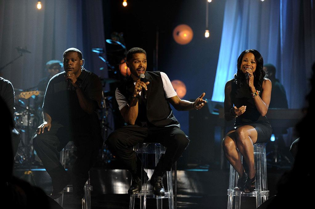"Maxwell performs on ""VH1 Storytellers: Maxwell."""