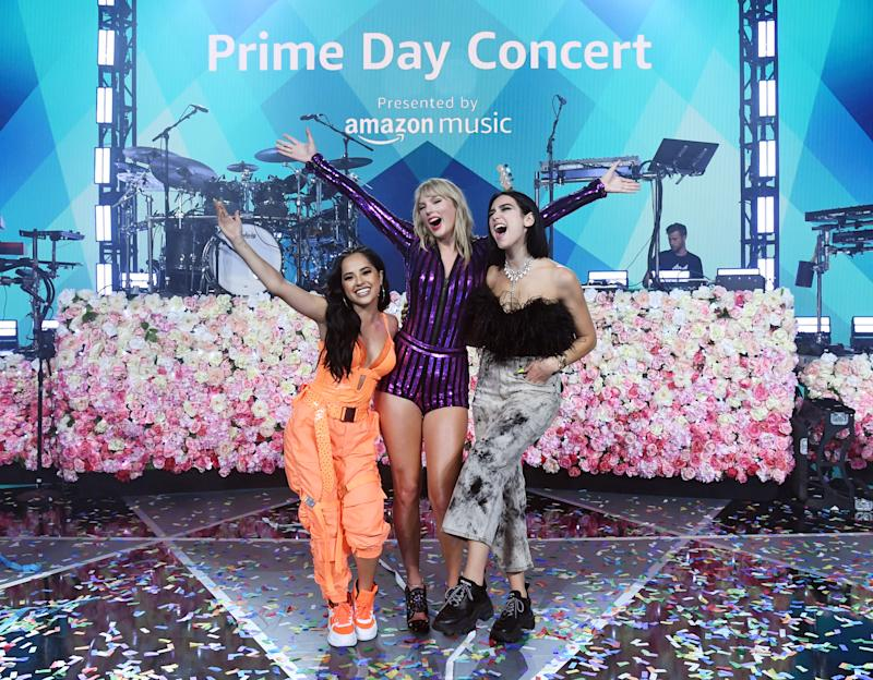 NEW YORK, NEW YORK - JULY 10: Becky G, Taylor Swift and Dua Lipa pose on stage while Taylor Swift, Dua Lipa, SZA and Becky G perform at The Prime Day concert, presented by Amazon Music on July 10 of 2019 at the Hammerstein Ballroom In new york. (Photo by Kevin Mazur / Getty Images for Amazon)