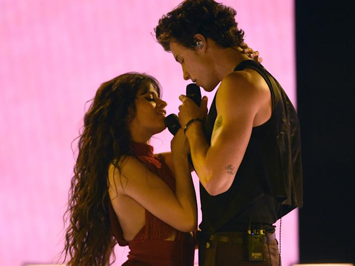 camila cabello shawn mendes amas 2019 performance