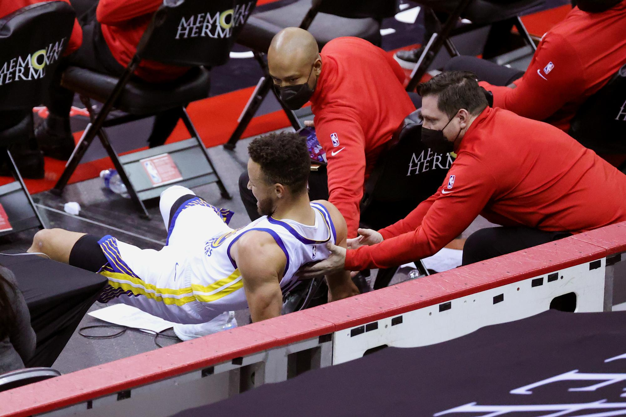 Stephen Curry injured tailbone after brutal sideline fall in win over Rockets - Yahoo Sport Australia
