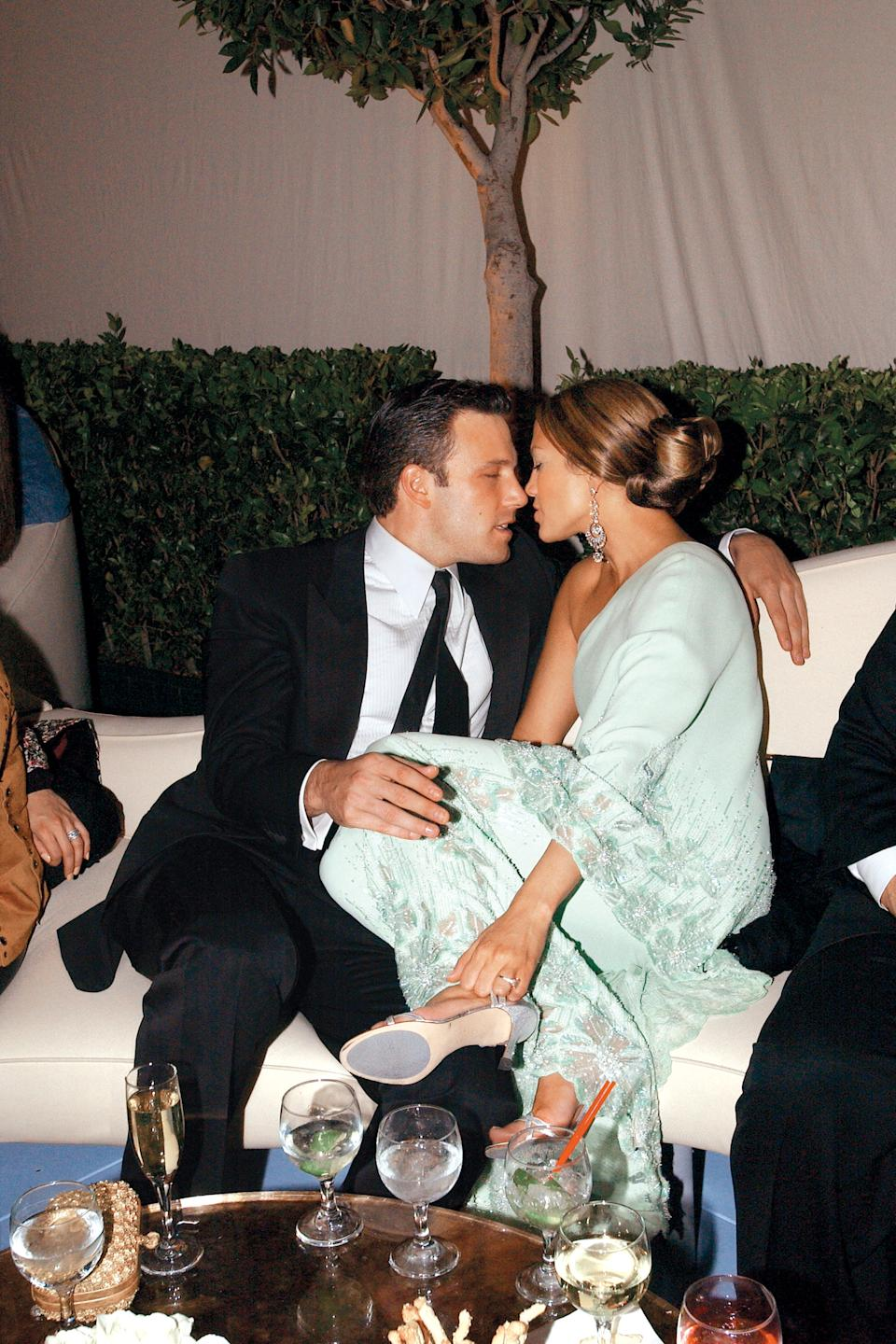 """<p>""""He is reciprocating and looking right back into her eyes... but it's still not as aggressive as she is. It's very consistent that she's the one that's into him a lot more than he's into her."""" - Dr. Lillian Glass, body language expert (Photo by Patrick McMullan/Getty Images)</p>"""
