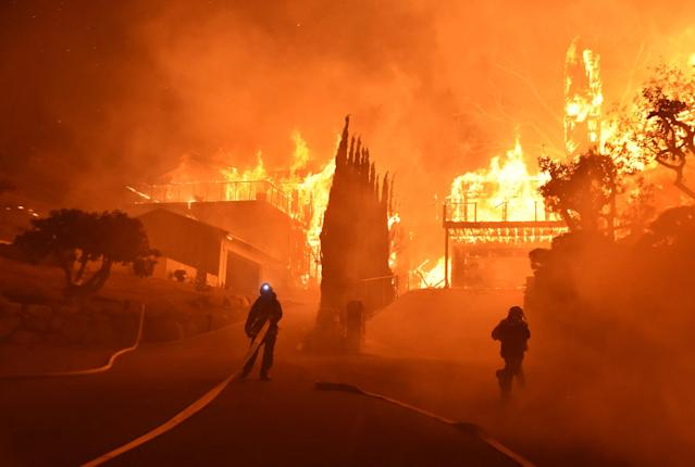 <p>Firefighters work to put out a blaze burning homes early Tuesday, Dec. 5, 2017, in Ventura, Calif. (Photo: Ryan Cullom/Ventura County Fire Department via AP) </p>