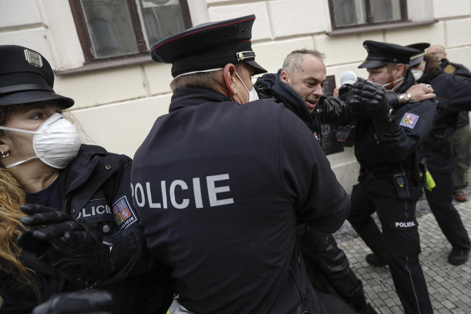 Image: Demonstrators scuffle with police while protesting the COVID-19 preventative measures downtown Prague, Czech Republic (Petr David Josek / AP)