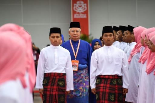 Malaysian PM eyes snap poll, vows fight to the death