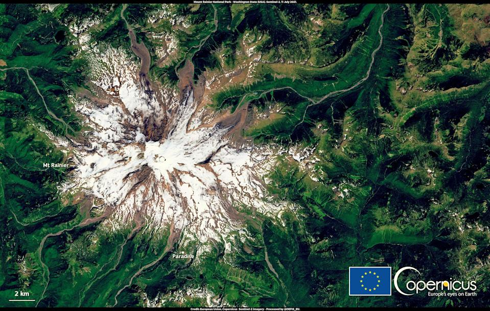 This satellite image, from 11 July 2021, shows the extent of the snow melt at Mount Rainier National Park in Washington state  (European Union, Copernicus Sentinel-2 imagery)