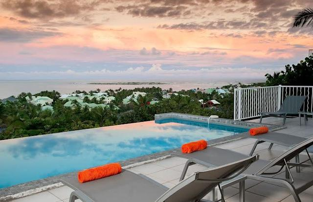This stunning villa offers incredible 180-degree views of Orient Bay, with an overflowing infinity swimming pool and open-air terrance. Plus, it's air conditioned and each room has a king-size bed.<span>Check it out</span>.