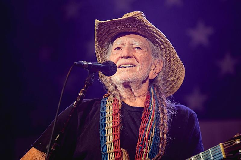 Willie Nelson cancels tour dates due to 'breathing problem'