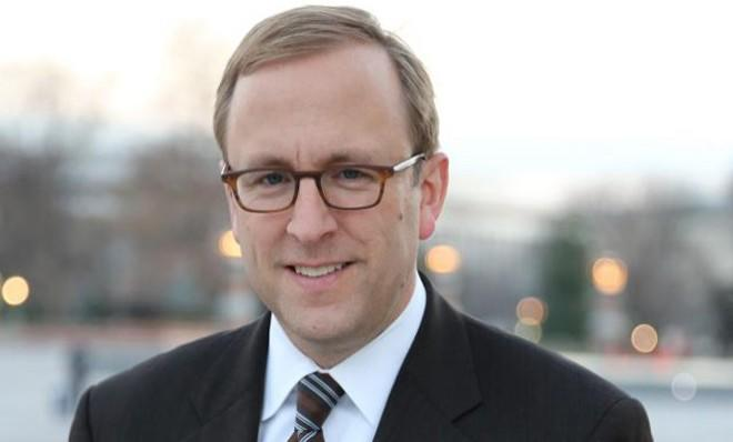 ABC News' Chief White House correspondent Jon Karl seems to be in a bind.