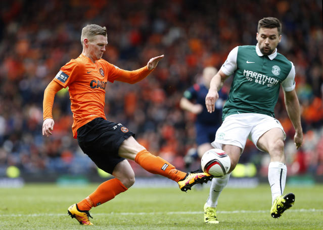 Football Soccer - Hibernian v Dundee United - William Hill Scottish Cup Semi Final - Hampden Park, Glasgow, Scotland - 16/4/16 Dundee United's Billy McKay in action with Hibernian's Paul Hanlon Action Images via Reuters / Russell Cheyne Livepic EDITORIAL USE ONLY.