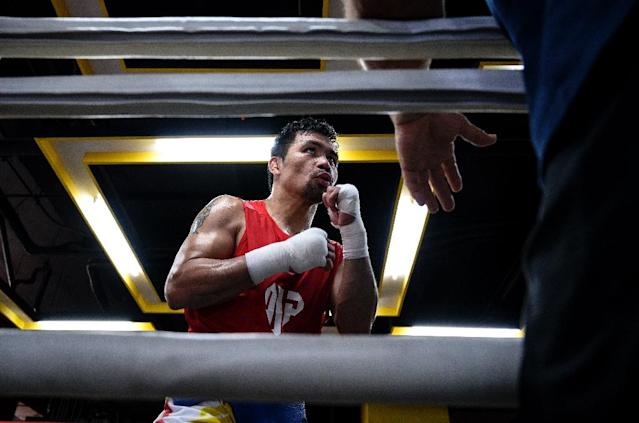 Promoter Bob Arum fears Manny Pacquiao may be risking serious injury by boxing into his 40s (AFP Photo/Noel CELIS)