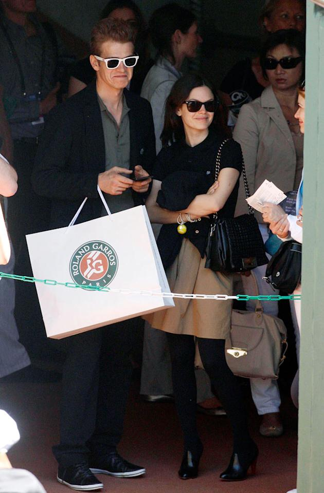 "Hayden Christensen and his gal pal, former ""O.C."" star Rachel Bilson, hit the souvenir shop before heading to Court Philippe Chatrier to watch a tennis match at this year's French Open. KCSPresse/<a href=""http://www.splashnewsonline.com/"" target=""new"">Splash News</a> - May 29, 2009"