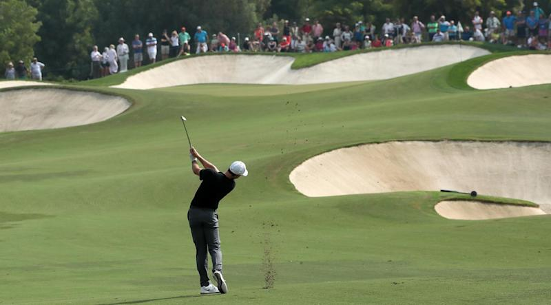 Golf - McIlroy trails by one after 67 with new clubs