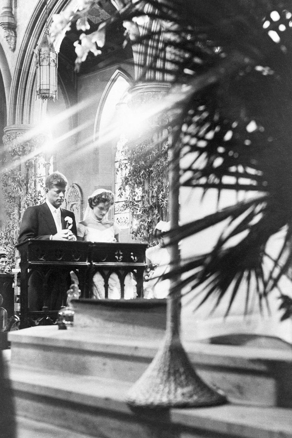 <p>The ceremony was performed by Richard Cushing, the Archbishop of Boston and a friend of the Kennedy family. Before the mass, a blessing from Pope Pius XII was read. </p>