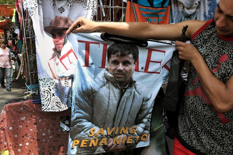 """Police from the Americas to Europe and Australia have joined forces in a """"marathon"""" to catch Mexican drug lord Joaquin """"El Chapo"""" Guzman, pictured on a t-shirt in Mexico City on July 20, 2015 (AFP Photo/Alfredo Estrella)"""