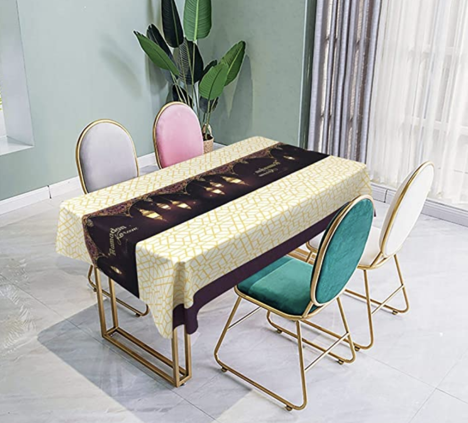 Mumuwu tablecloth. (PHOTO: Amazon Singapore)