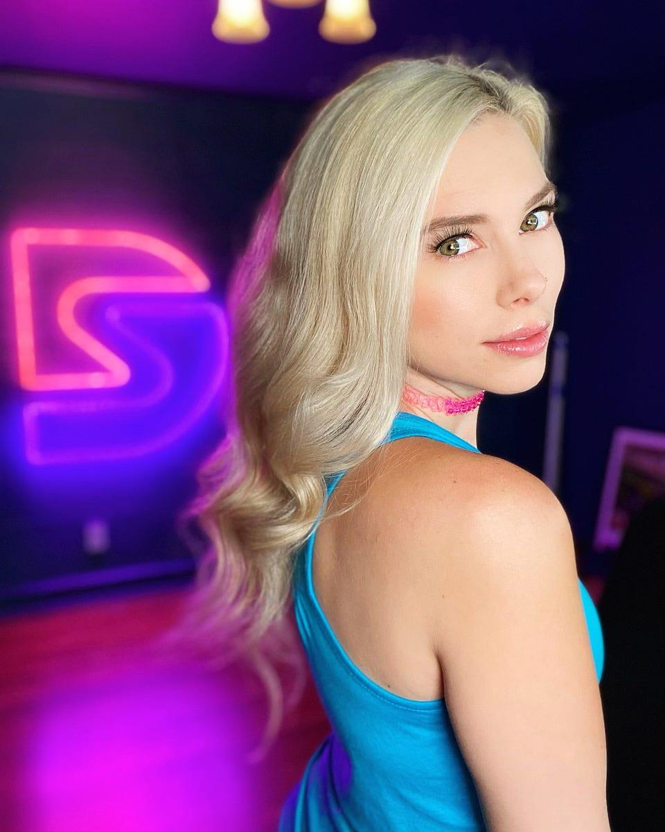 Sarah Daniels Barrett said she would drink before streaming on Twitch to make it easier to face harassment in the comments.