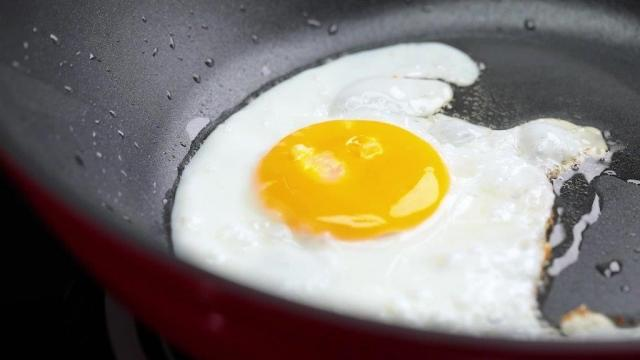 Frying sunny side up egg in pan