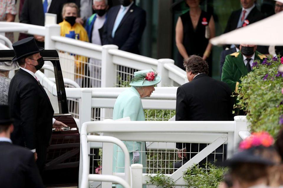 <p>The crowd erupted in a huge cheer upon their first sighting of the British monarch.</p>