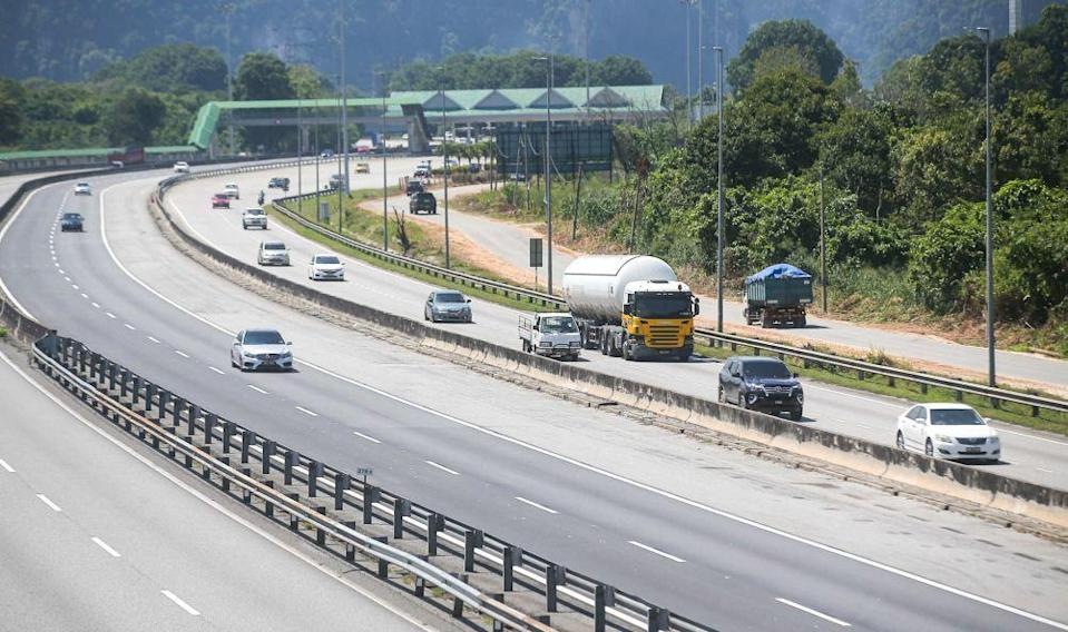 A general view of traffic at the Ipoh Selatan Toll Plaza in Ipoh October 11, 2021. — Picture by Farhan Najib