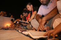 Iraqi men in Basra read from the Koran and remember Iraqis and Palestinian civilians killed in recent fighting, on July 20, 2014 (AFP Photo/Haidar Mohammed Ali )