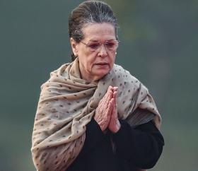 Sonia vows to defeat BJP 'manipulations'