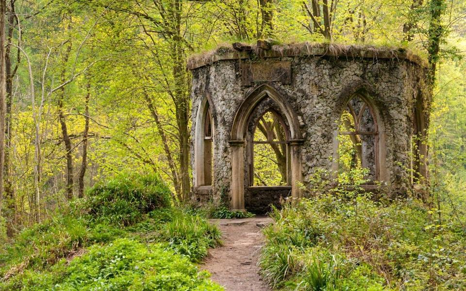 The ruins of Fisher's Hall in Hackfall Woods - Alamy Stock Photo
