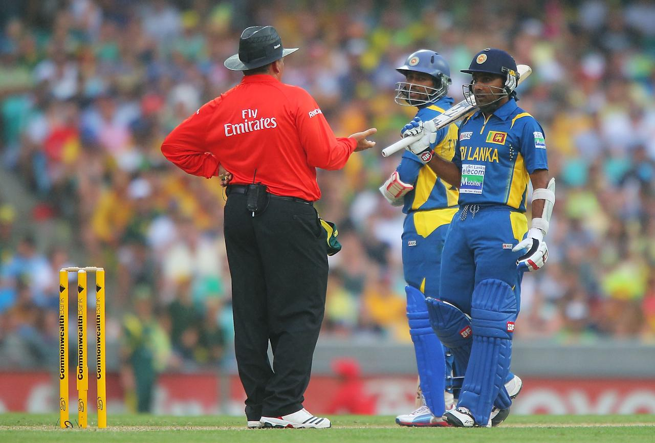 SYDNEY, AUSTRALIA - JANUARY 20:  Mahela Jayawardena of Sri Lanka speaks with umpire Marais Erasmus before play is suspended due to rain during game four of the Commonwealth Bank one day international series between Australia and Sri Lanka at Sydney Cricket Ground on January 20, 2013 in Sydney, Australia.  (Photo by Brendon Thorne/Getty Images)