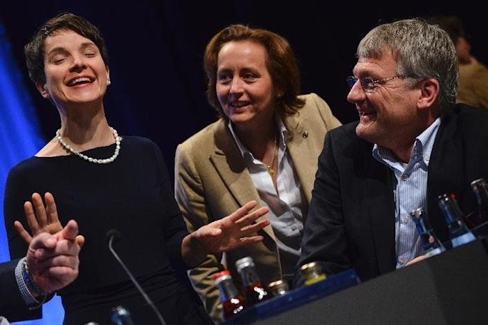 (From L to R) Frauke Petry, leader of Alternative for Germany (AfD), her deputies Beatrix von Storch and Joerg Meuthen at a party congress in Stuttgart on May 1, 2016 (AFP Photo/Philipp Guelland)