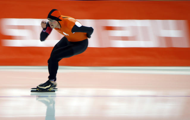 Sven Kramer of the Netherlands competes in the men's 5000 metres speed skating race during the 2014 Sochi Winter Olympics, February 8, 2014. REUTERS/Brian Snyder (RUSSIA - Tags: SPORT OLYMPICS SPORT SPEED SKATING)