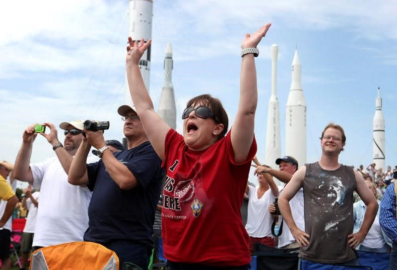 Will virus keep Florida spectators from astronaut launch?