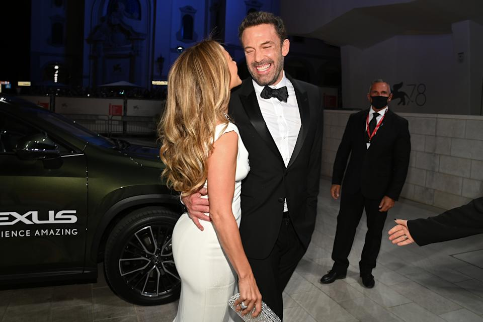 Jennifer Lopez and Ben Affleck arrive on the red carpet ahead of the