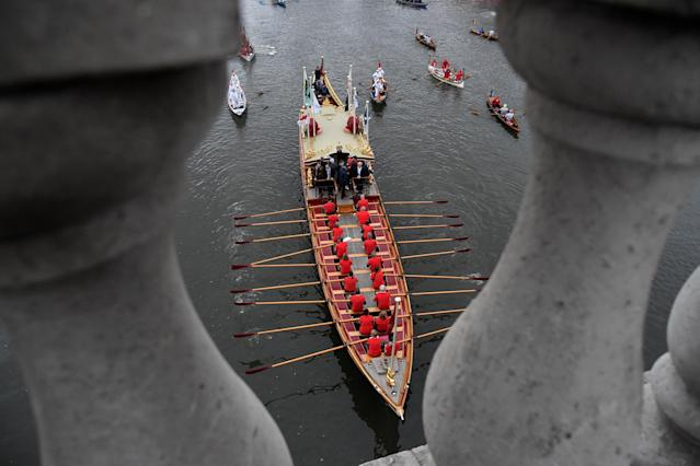 Rowing - 2018 Oxford University vs Cambridge University Boat Race - London, Britain - March 24, 2018 The royal rowbarge Gloriana before the boat race REUTERS/Toby Melville