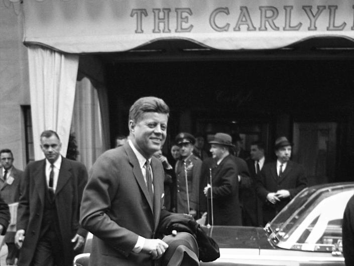 JFK leaves the Carlyle Hotel