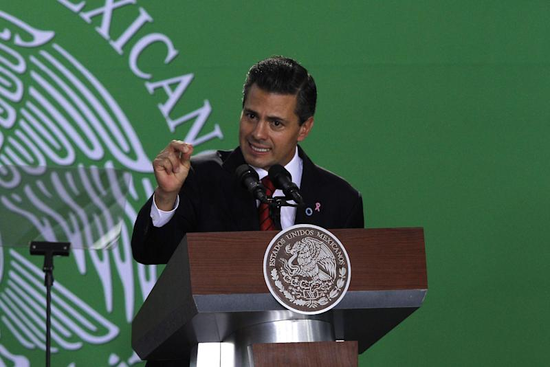 Mexico's President Enrique Pena Nieto speaks during the unveiling of Mexico's strategy to combat diabetes and obesity in Mexico City, Thursday, Oct. 31, 2013. (AP Photo/Marco Ugarte)