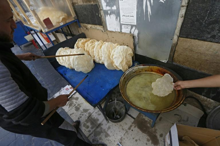 "As the economy worsens, many residents of Damascus have opted for the cheaper ""naaem"" as a Ramadan dessert"